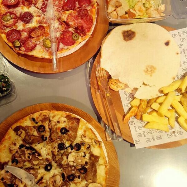 عکس پروفایل پیتزا و همبرگر رستوران ریواس
